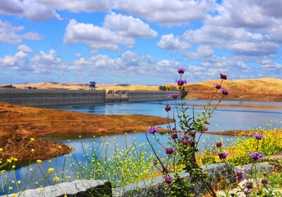 Friant Dam as seen from the Lost Lake Trail. Photo by Rennett Stowe wiki.