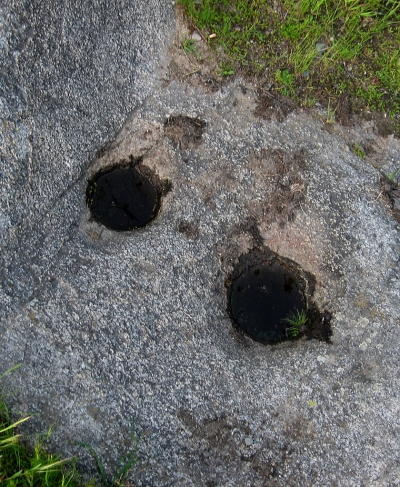 Acorn Mortar holes along trail. Photo by Uyvsdi wiki.
