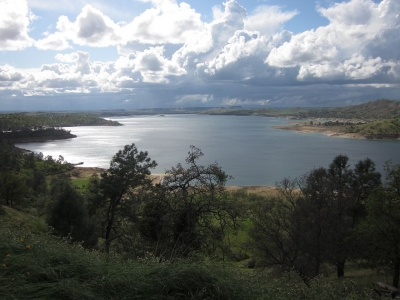 Beautiful view of Millerton Lake. Photo by David Prasad wiki.