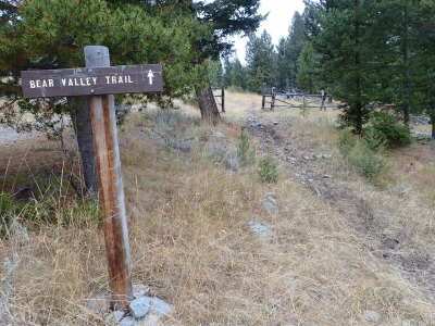 The beginning of the Bear Valley Lake Trail. Photo by David Lingle.