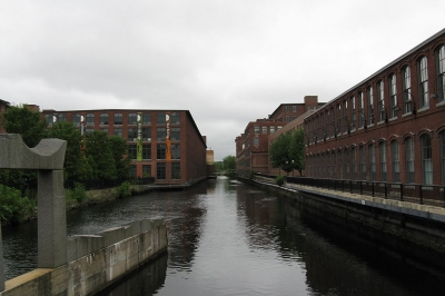Pawtucket Canal at Central St. Photo by John Phelan wiki.