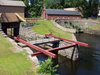 The Great Gate at entrance of Pawtucket Canal. Photo by Daderot wiki.