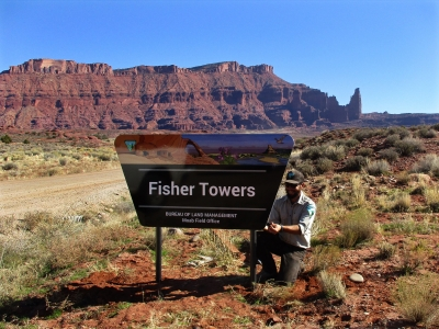 BLM ranger installs a new sign. Photo by Valerie A. Russo.